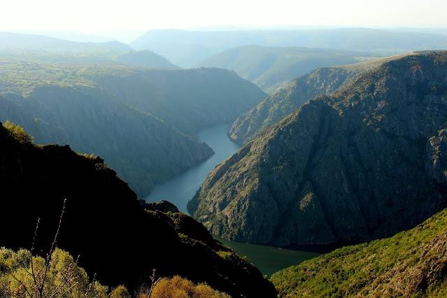 Los imponentes cañones del río Sil. Ribera Sacra (Orense)