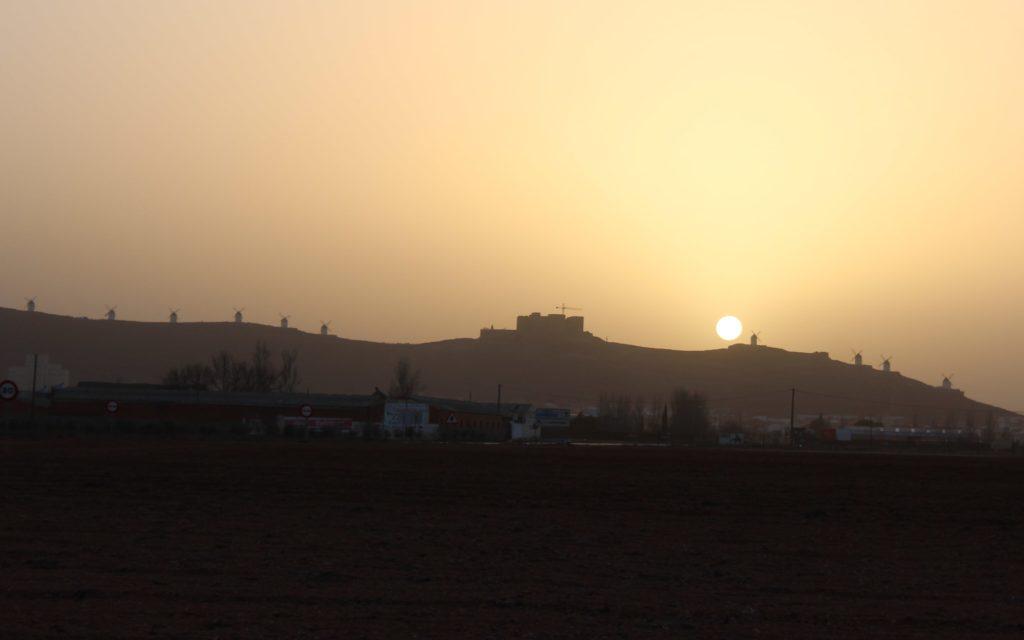 Consuegra. Cerro Calderico con la puesta de sol