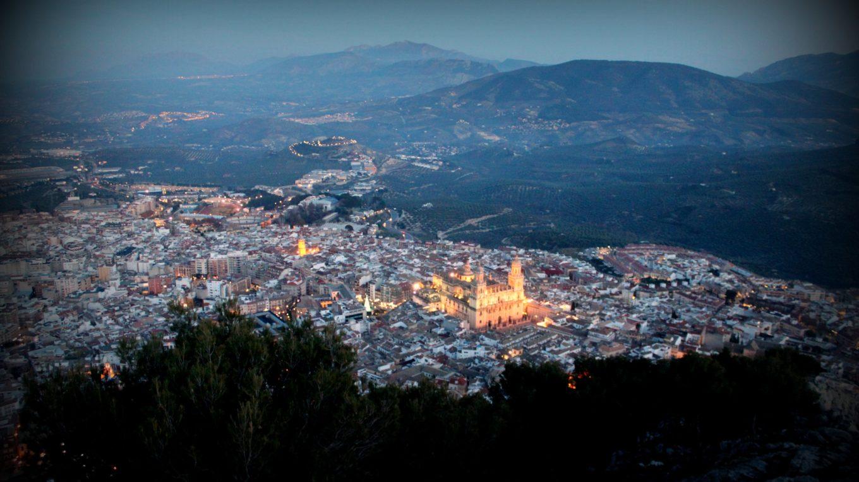 Jaén de noche desde el castillo