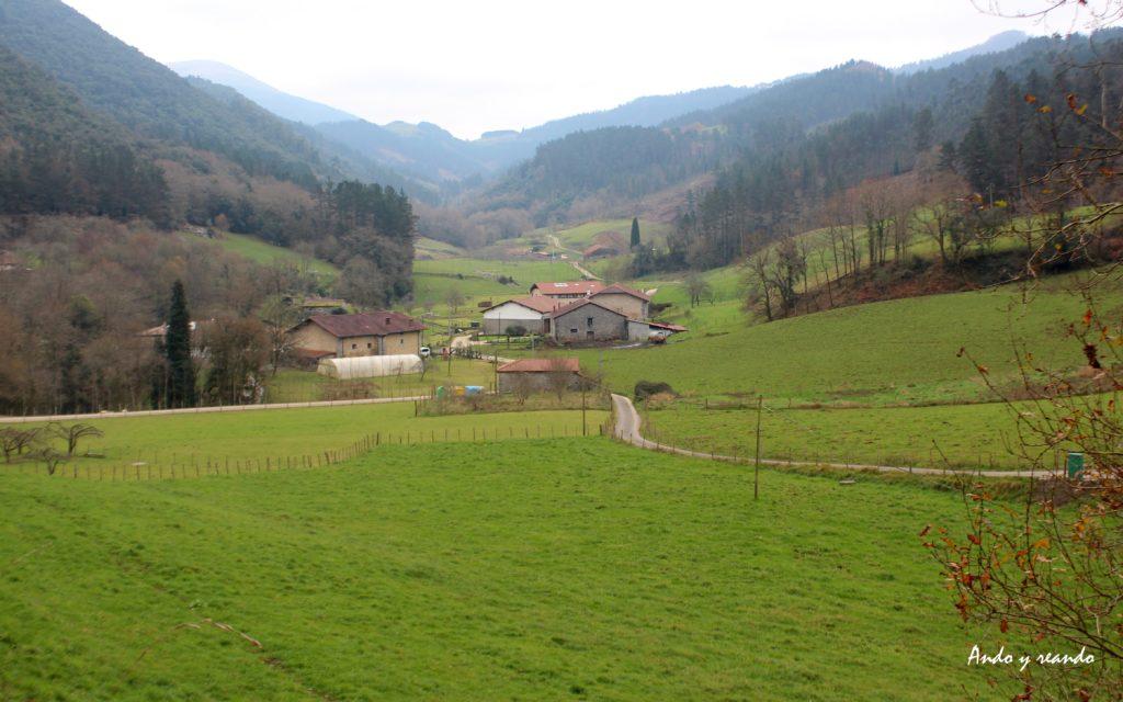 Verdes valles en Reserva de la Biosfera Urdaibai