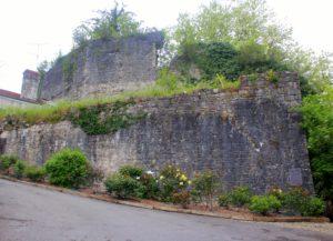 Restos del recinto fortificado de Sauvaterre de Bèarn. Pais Vasco Francés