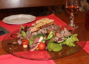 Ensalada con jamón de Bayona. Gastronomía del País Vasco-Francés