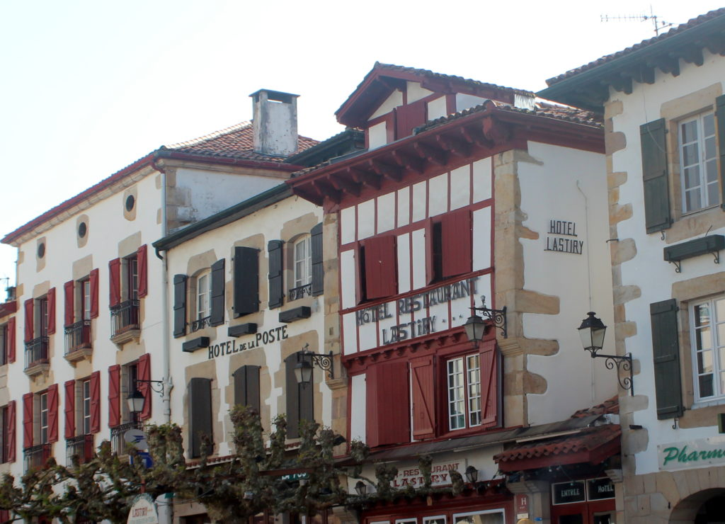 Calle principal de Sare. Pais Vasco Francés