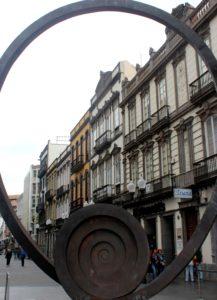 Escultura de caracola en el Barrio de Triana.