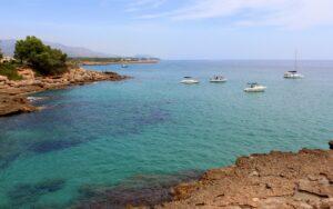Calas de Tarragona con barcos