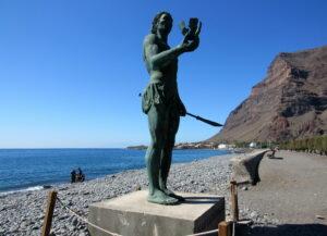 Escultura de Guatacuperche en La Gomera