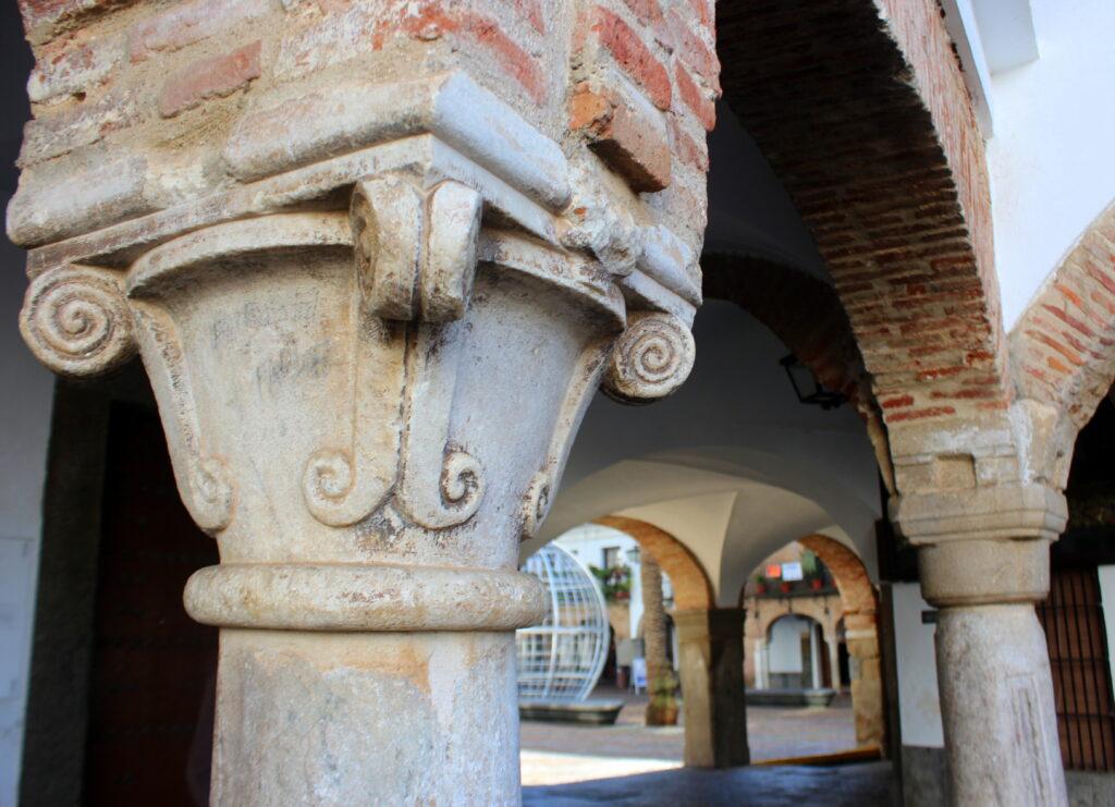 Arcadas entre la plaza Chica y la plaza Grande