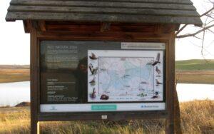 Panel informativo de aves en el embalse de Arroyo Conejo
