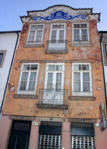 Atractivas fachadas por Braganza