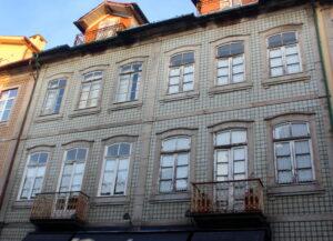 Fachadas con azulejos en Braga