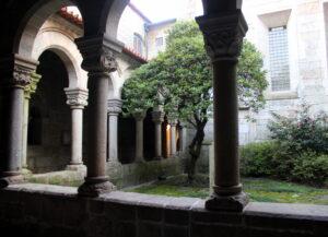 Claustro iglesia de Nuestra Señora de Guimaraes