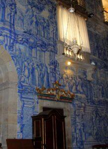 Azulejos portugueses en la iglesia del Pópulo en Braga