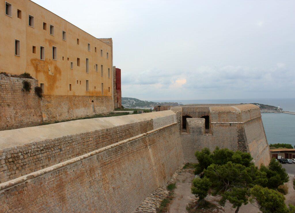 Muralla y casa del Gobernador de Ibiza