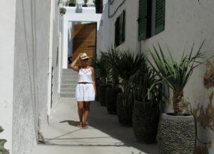 Calles blancas de los pueblos de Ibiza