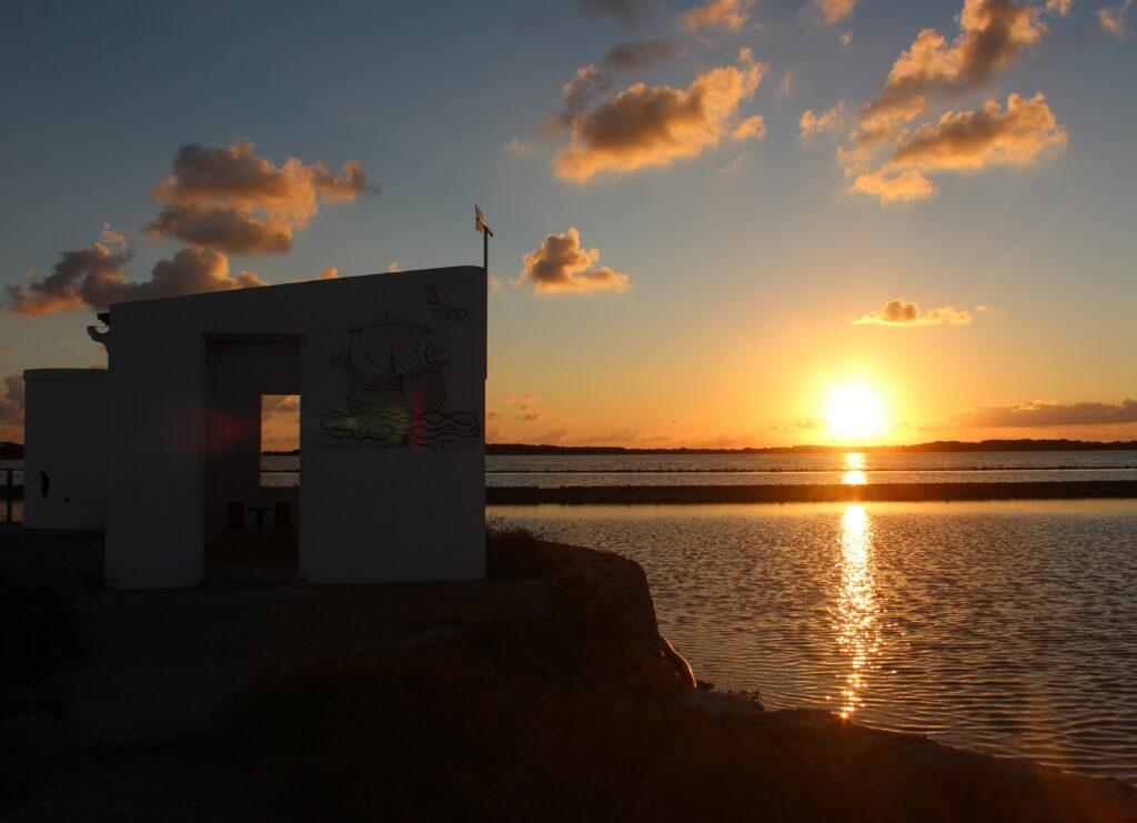 Amanecer en las salinas de Formentera