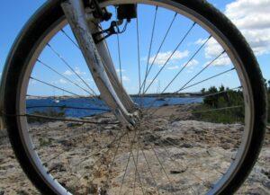 En bicicleta por el estany de Peix