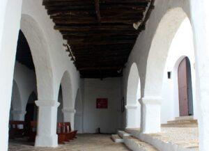 Porche iglesia de Santa Eulalia del Río Ibiza