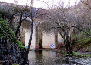 Viaducto de la cascada del Hervidero