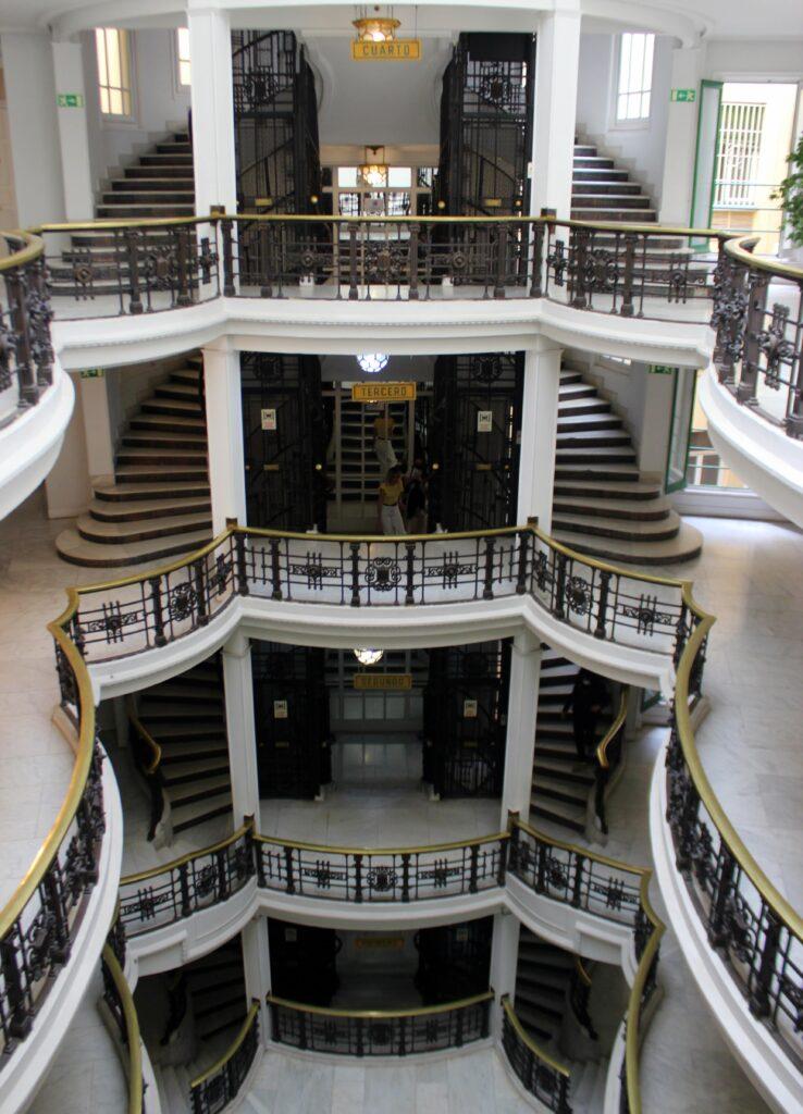 Detalles escalera  ascensor casa Palazuelo