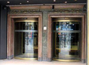 Entrada edificio telefónica