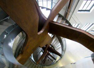 Escalera de acero edificio telefónica