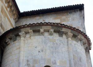 Canecillos abadía de Santa María de Arthous