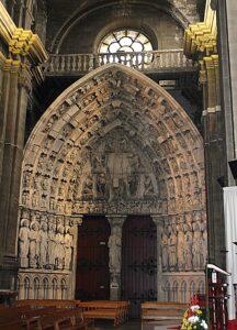 Portada interior de la  catedral de Dax