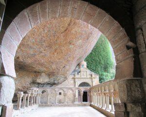 Arco mozárabe Real monasterio de San Juan de la Peña